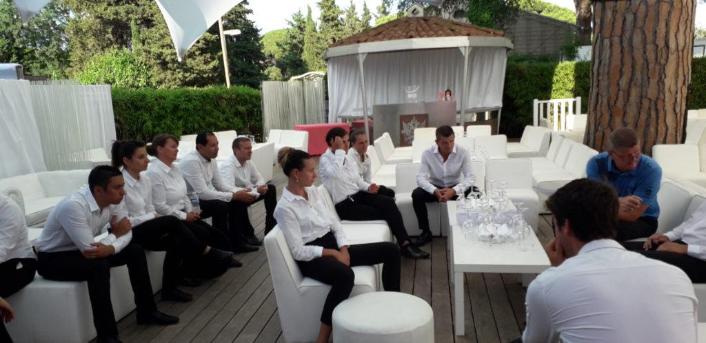 briefing équipe de service