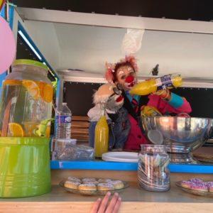 ciboulette et oscar dans le food truck soda